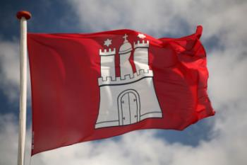 Wehende Hamburgflagge